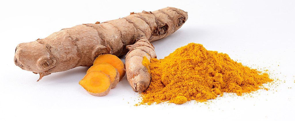 Turmeric vs Curcumin powder